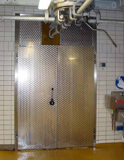 Chiller room hinged door type KE 15.070 and KE 15-Gastro2 from Ehrenfels Isoliertüren, chiller room doors, freezer room doors, freezer room doors, service room doors, swing doors
