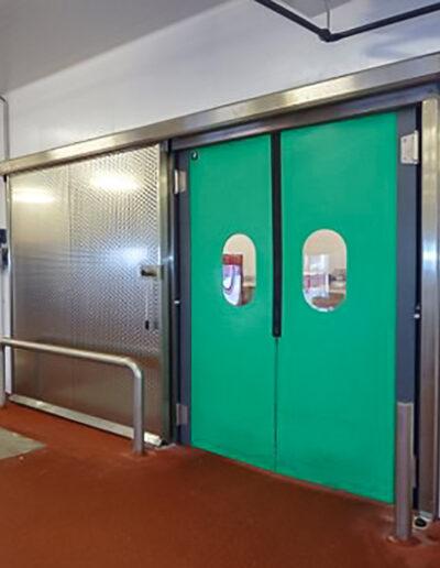 Betriebsraum-Pendeltuer EPK/EPI von Ehrenfels Isoliertüren, Kühlraumtüren, Gefrierraumtüren, Tiefkühlraumtüren, Betriebsraumtüren, Pendeltüren