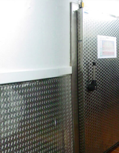 Gefrierraum-Drehtür Typ VE 14.120 von Ehrenfels Isoliertüren, Kühlraumtüren, Gefrierraumtüren, Tiefkühlraumtüren, Betriebsraumtüren, Pendeltüren