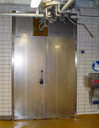 Kühlraum-Drehtür Typ KE 15.070 und KE 15-Gastro2 von Ehrenfels Isoliertüren, Kühlraumtüren, Gefrierraumtüren, Tiefkühlraumtüren, Betriebsraumtüren, Pendeltüren