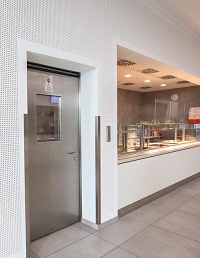 Betriebsraum-Drehtür Typ EBF 11.060 für Großküchen von Ehrenfels Isoliertüren, Kühlraumtüren, Gefrierraumtüren, Tiefkühlraumtüren, Betriebsraumtüren, Pendeltüren